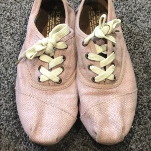 Toms size 9 pink shoes lace up